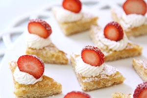 strawberry-shortcake bites